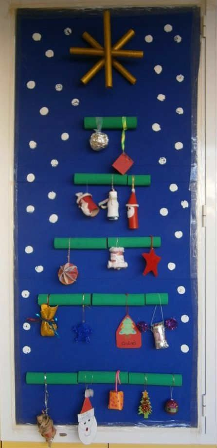 Decorar puertas para navidad decorando la clase for Puertas decoradas navidad colegio