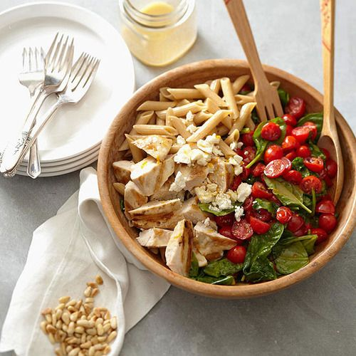 Mezze penne with fresh cherry tomatoes, chicken and spinach