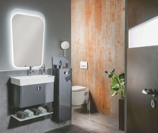 Modernes und platzsparendes Badezimmer ein Ort der Sauberkeit und
