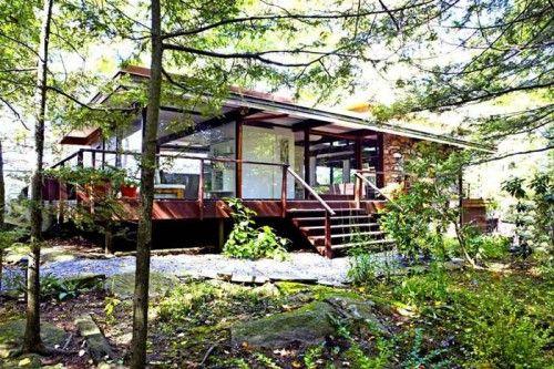 Sleek Midcentury Modern Lake House Blends With Hudson ...