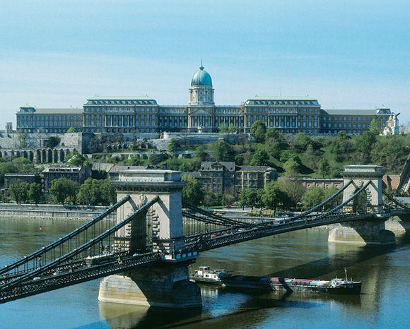 El Palacio Real de Budapest al fondo