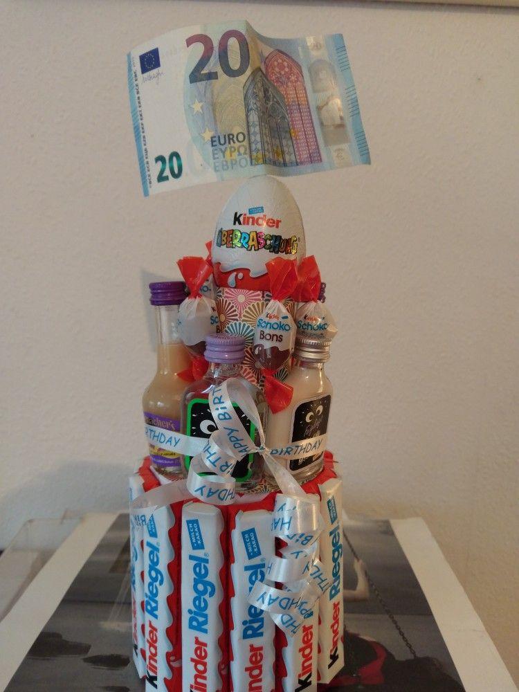 Kinderschokoladen Torte zum 20.Geburtstag mit kleinen Schnapsfläschchen