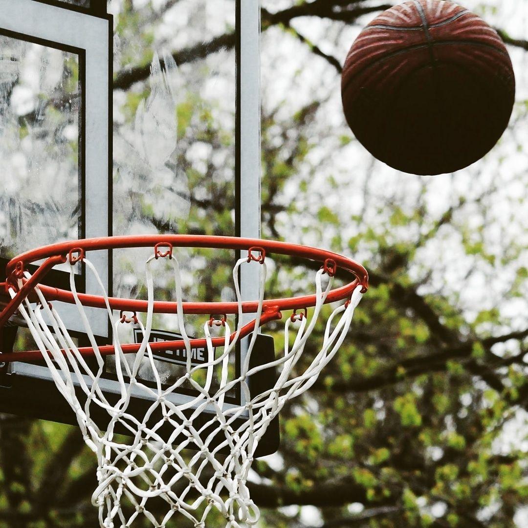 Size en yakın en uygun Basketbol Sahaları  Spor Salonları  Halı Sahalar  Tenis Kortları  Plates ve Boks Salonları nerede İçerisi nasıl Hangi aletler var  Pota uzun...