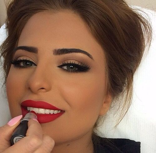 Neutral Eyes With A POP Of RED On The Lips! This Makeup Look Is The Perfect Pair To The Harper ...