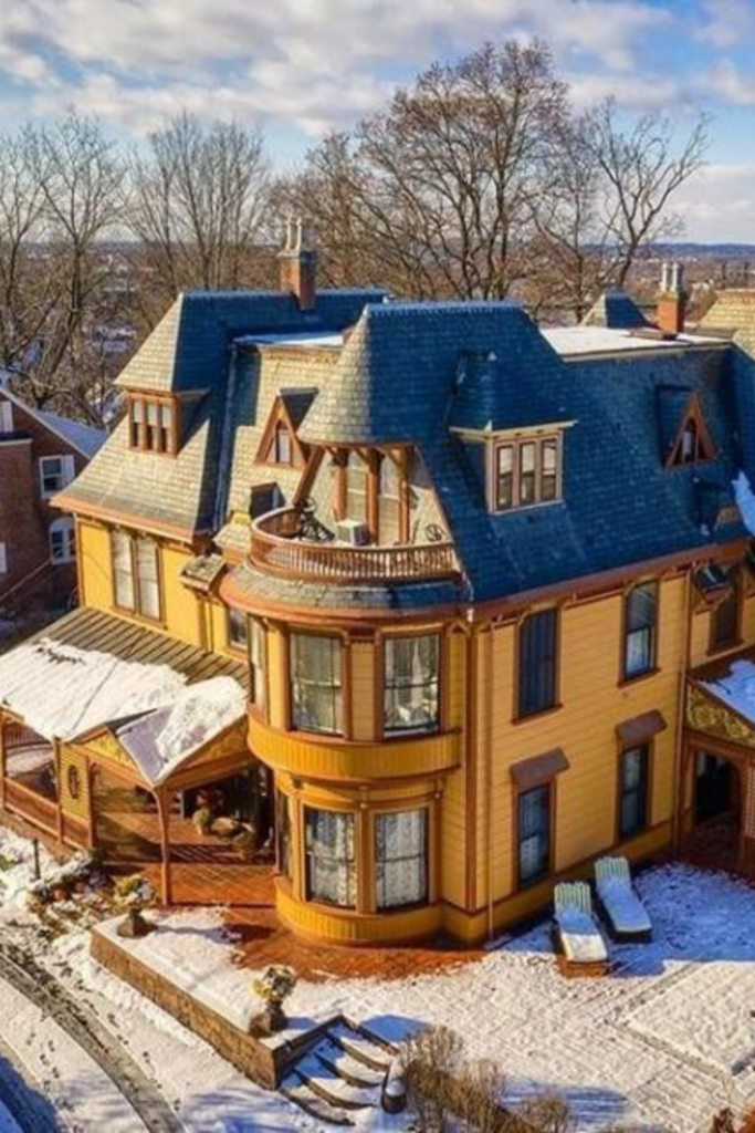 1892 Hoyt Mansion In Lowell Massachusetts Mansions For Sale Mansions Old House Dreams