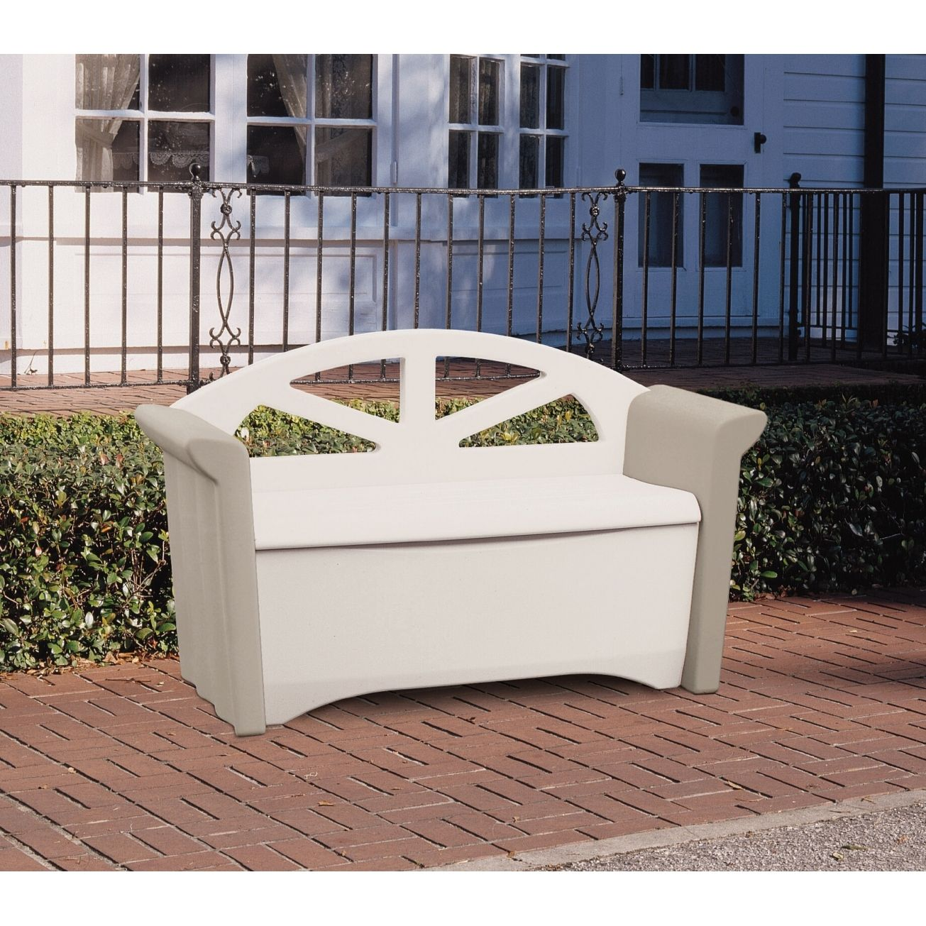 Rubbermaid Patio Table
