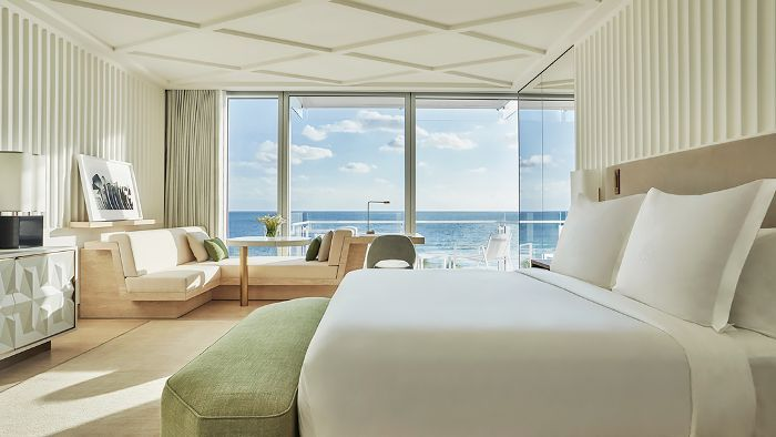 One of the most anticipated hotel opening of 2017: the Surf Club Miami is officially open. Step inside the newly revived Four Seasons Miami.