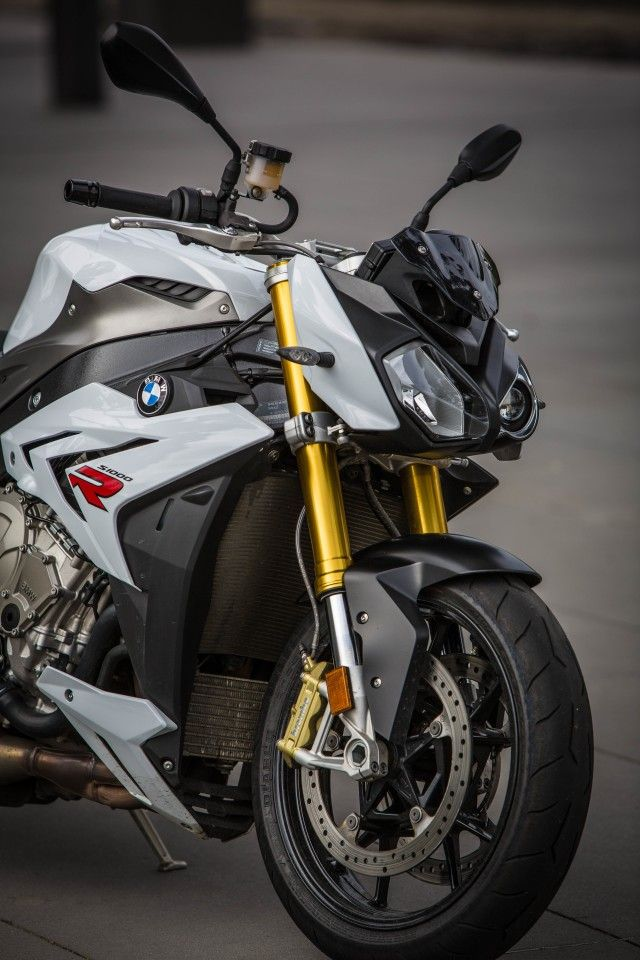 The BMW S1000R: its looks give a hint to its aggressive character (Photo: Loz Blain)