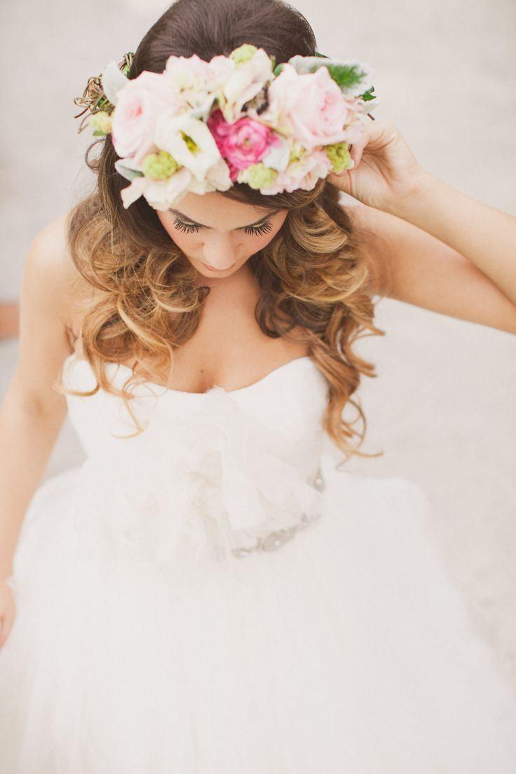 Novia con corona de flores novia peinados corona - Coronas de flore ...