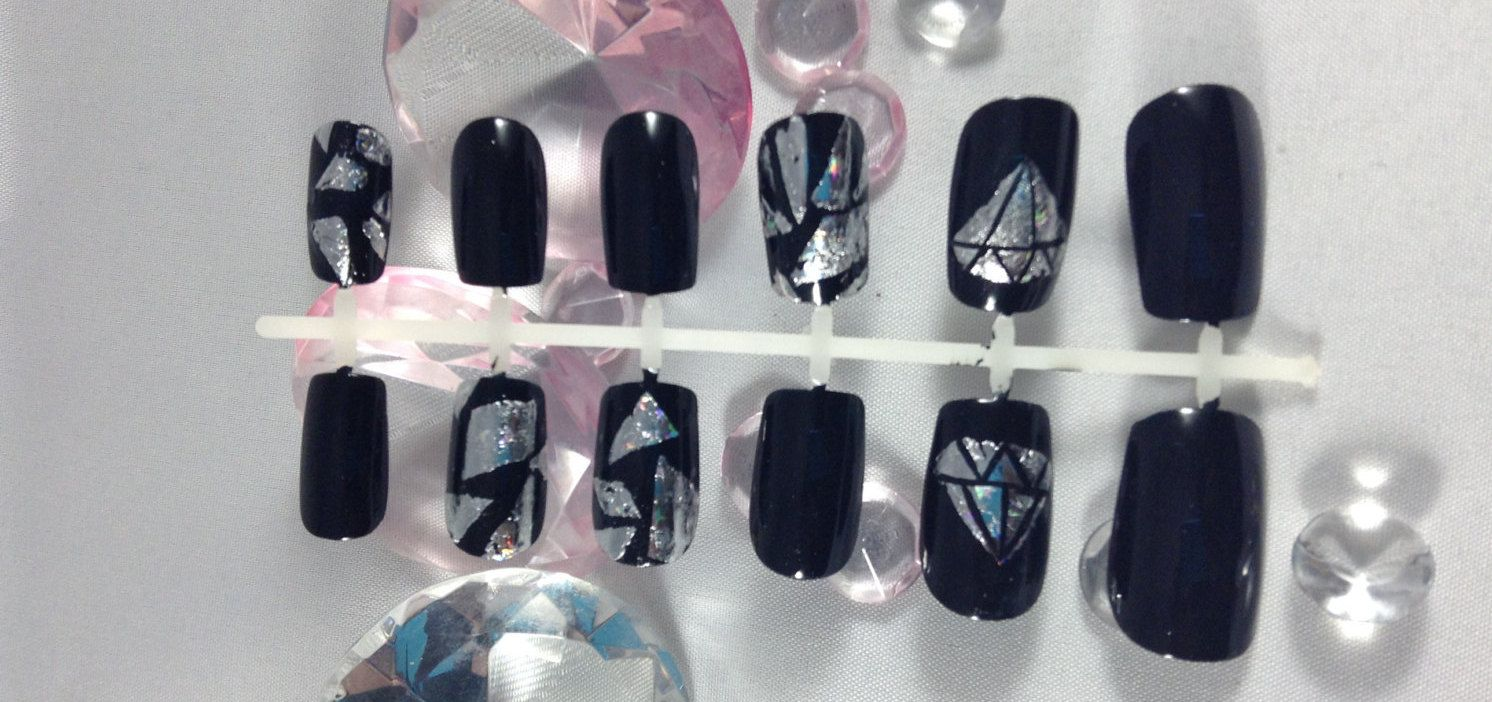 Press on nails~fake nails~false nails~foil nails~shattered glass ...
