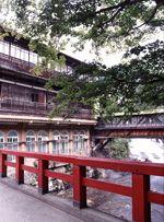 映画 千と千尋の神隠し のイメージモデルになった慶雲橋です Vintage Japan House Styles Scenery