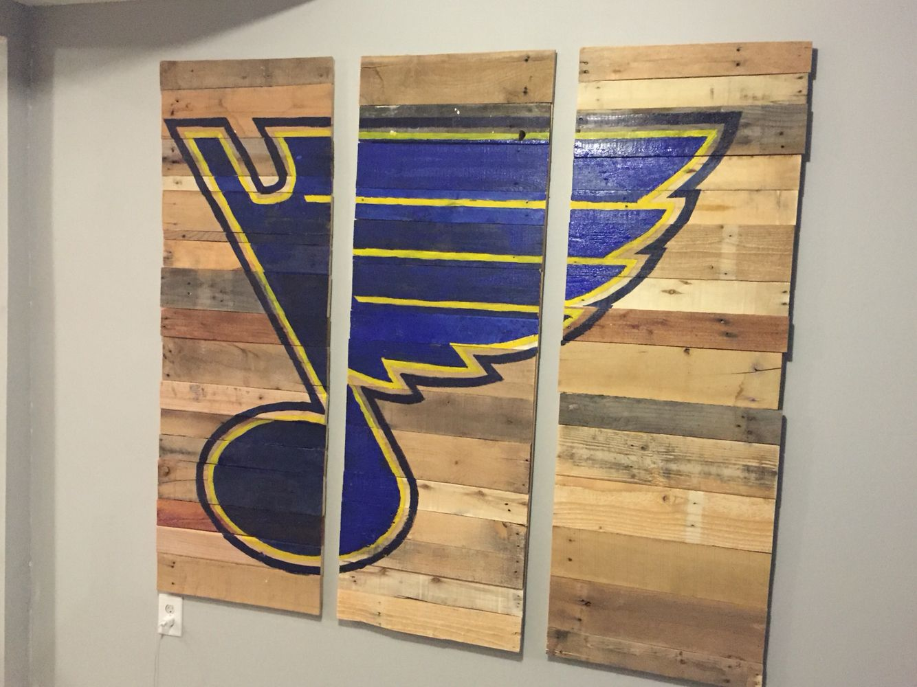 Reclaimed wood St. Louis Blues wall art! For our basement. - 72 Best Images About Long Live The Note On Pinterest Hockey Puck