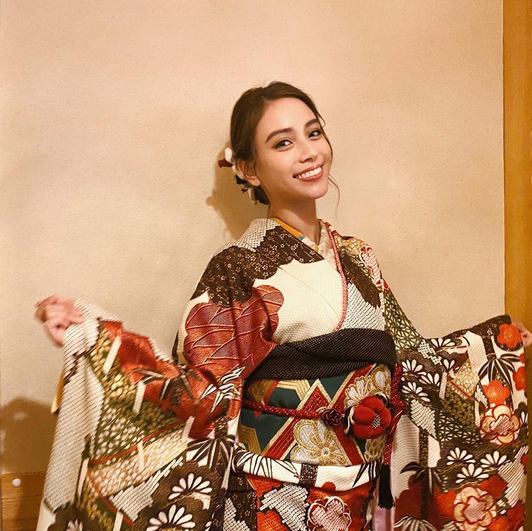 滝沢カレン 日本に生まれたので言いたいです 皆さま 明けましておめでとうございます 皆さまも明けましたよね きっとせーのせーでジャンプしたのは 私たち全員だと思いま karentakizawa karentakizawa noと言わないカレ ファッションモデル 滝沢 服
