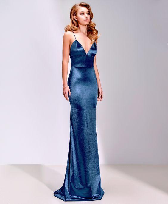 Saten Elbise Modelleri Mavi Uzun İp Askılı Göğüs Dekolteli Sade