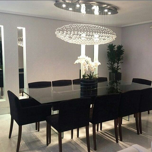Hora do almoço... Algumas inspirações @Regrann from @decoreseuestilo - All black .... Um luxo essa sala de jantar By @moniserosaarquitetura #arquitetura #arquiteta#ambientes #decore #idea #home #homedecor #homestyle #style #homedesing #iluminação #lamps #saladejantar #lustredecristal #interiores #instahome #detalhes #instadesign #instadecor #luxury #allblack #luxury #design #decoreseuestilo #design #details #decorazione #decordesign #casaluxo #casachic #decoration #decoração