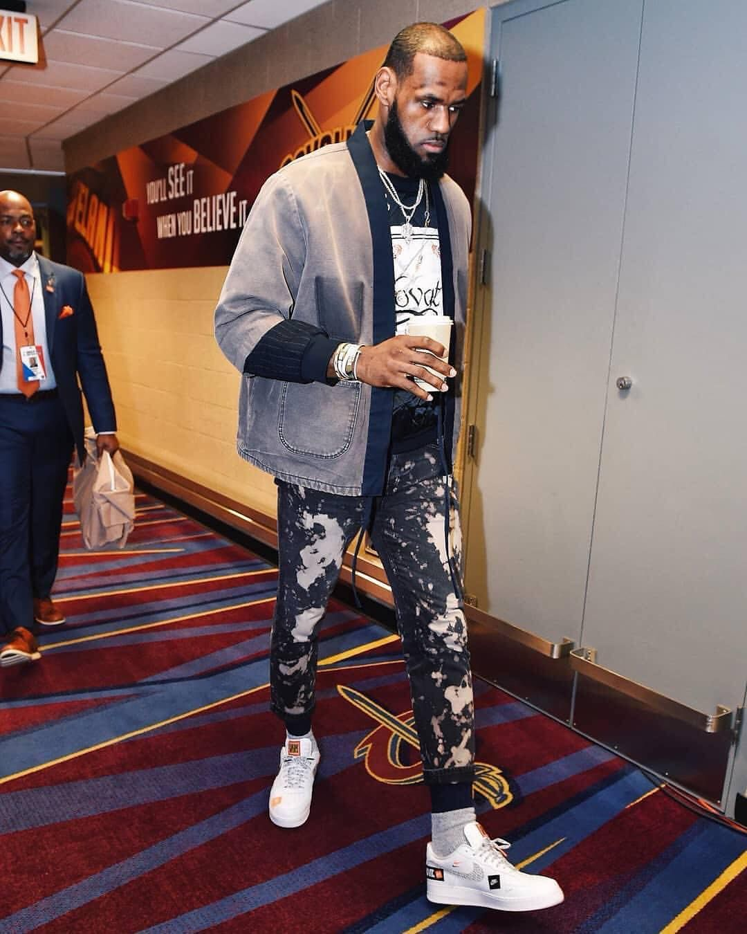 eed127d1947fd4 Just Do It✓ .  kingjames arrives for Game 7 wearing a vintage ...