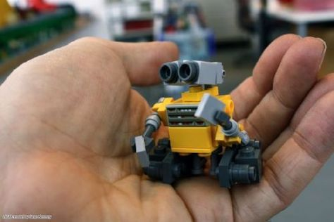Build Your Own Mini Wall E Wall E A Lego Creation By Sean Kenney