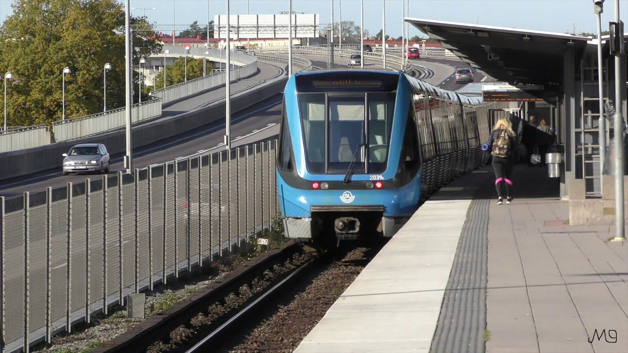 Tunnel trains at Kristineberg subway station Film