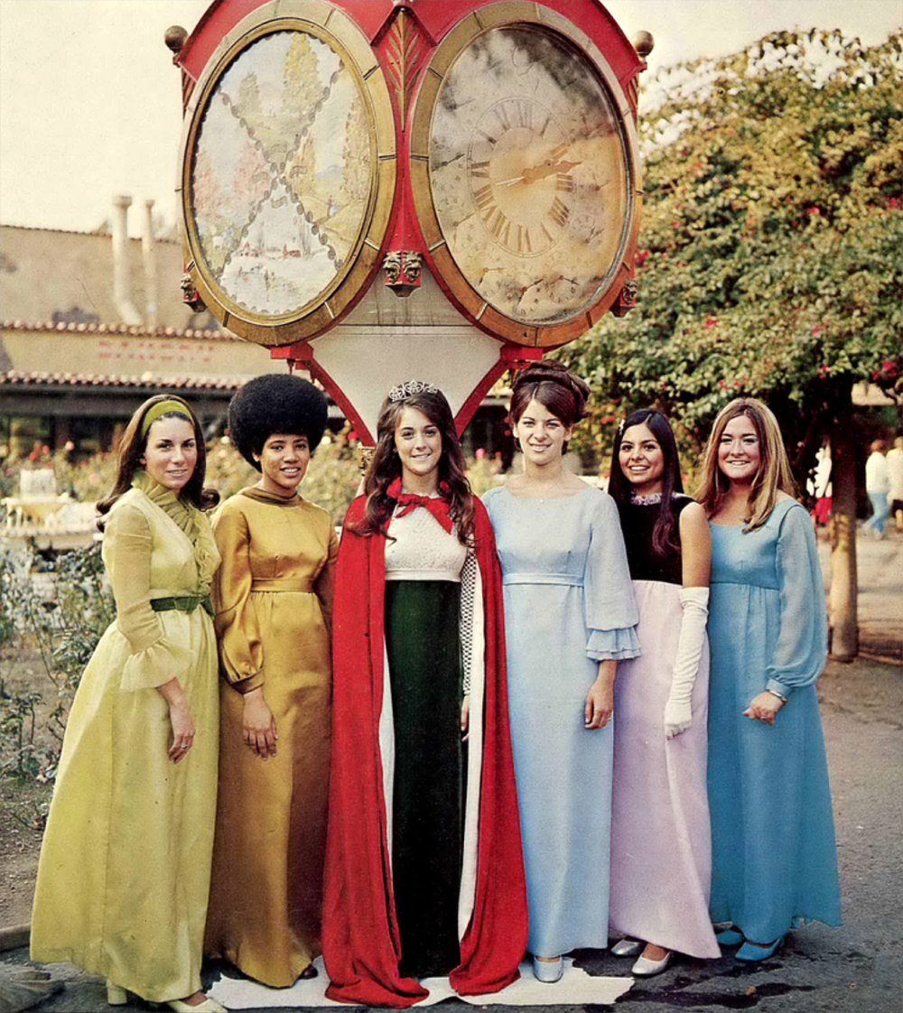 Vintage Prom Dresses 1970s Google Search Prom Dresses Vintage Vintage Prom Dresses 1970s Prom Queens [ 1122 x 1000 Pixel ]