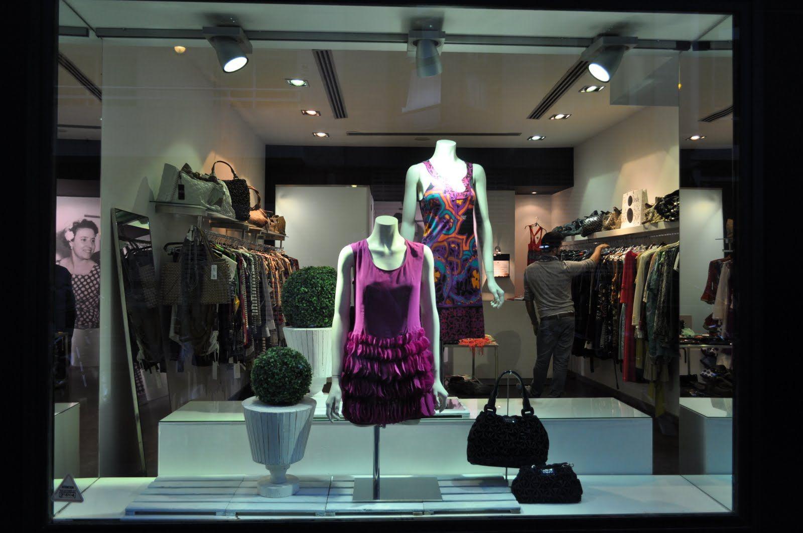 Tienda De Ropa Mujer Poco Original El Escaparate Escaparate  # Muebles Necesarios Para Una Tienda De Ropa