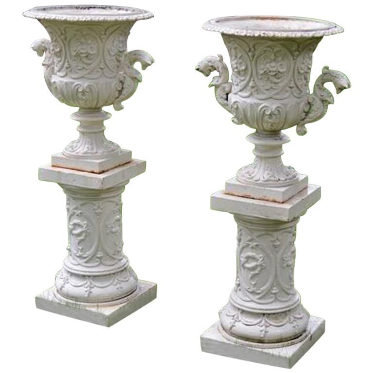 Pair Of 1stdibs Iron Fine Cast Rococo Revival American Urns In 2020 Urn Cast Iron Iron