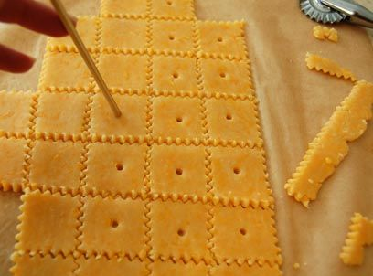 Make your own amazing homemade cheese crackers yum pinterest make your own amazing homemade cheese crackers solutioingenieria Image collections