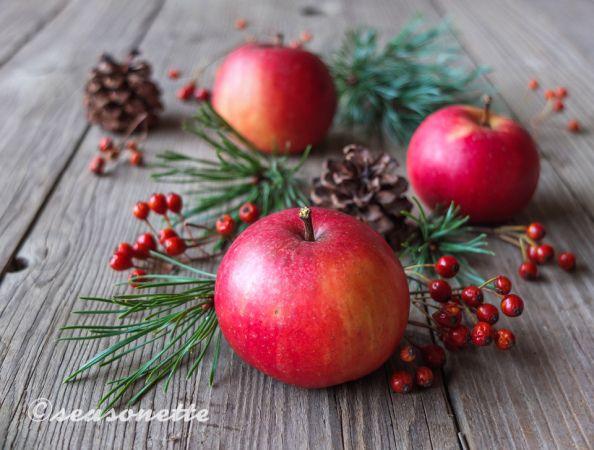Weihnachtsdeko mit Äpfeln