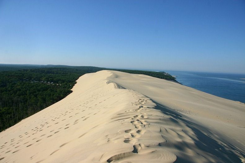 The Great Dune Of Pyla A Moving Desert In France Cool Places To