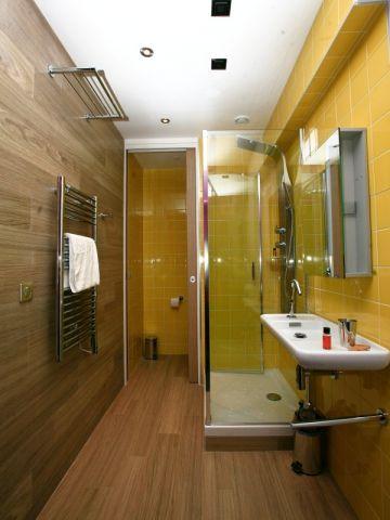 Du bois dans la salle de bains : dix déco réussies | Salle de bains ...