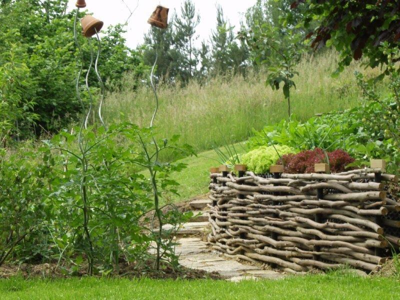 Mit einem halbhochbeet k nnen sie den h henunterschied in for Garten gestalten hanglage