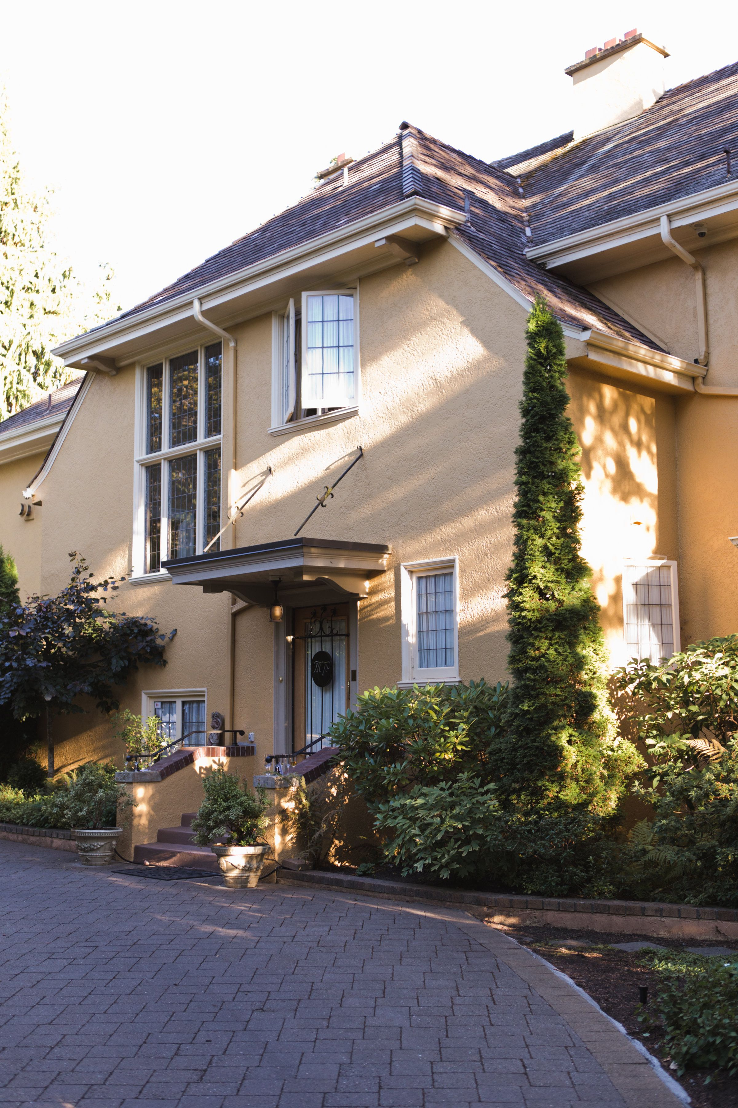 Victoria BC bed and breakfast. Picture taken August 2016