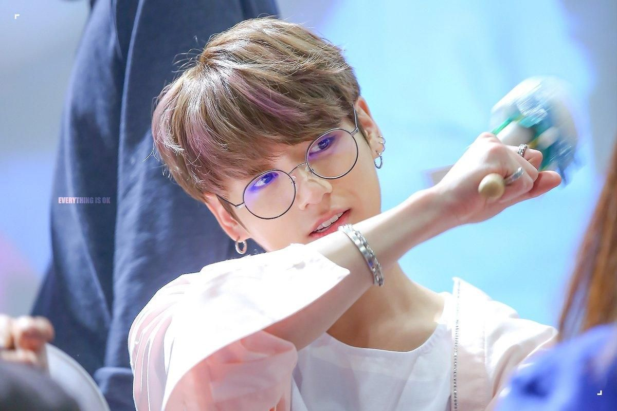 Armys Go Crazy Over How Adorable Jungkook Looks In Harry Potter Glasses Koreaboo Jungkook Jungkook Cute Jungkook Glasses