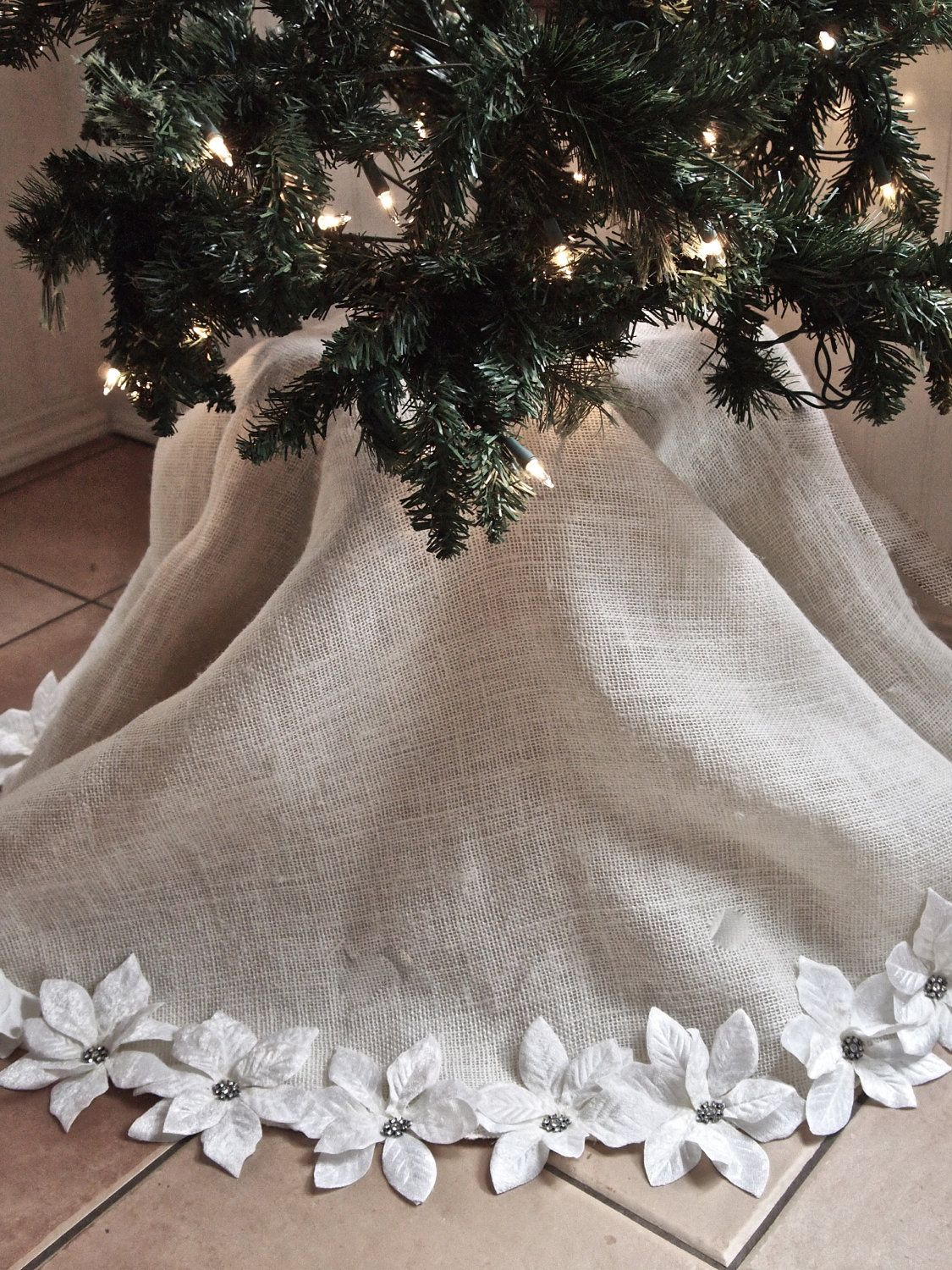 Snow white/ivory Christmas tree skirt with 40 individual