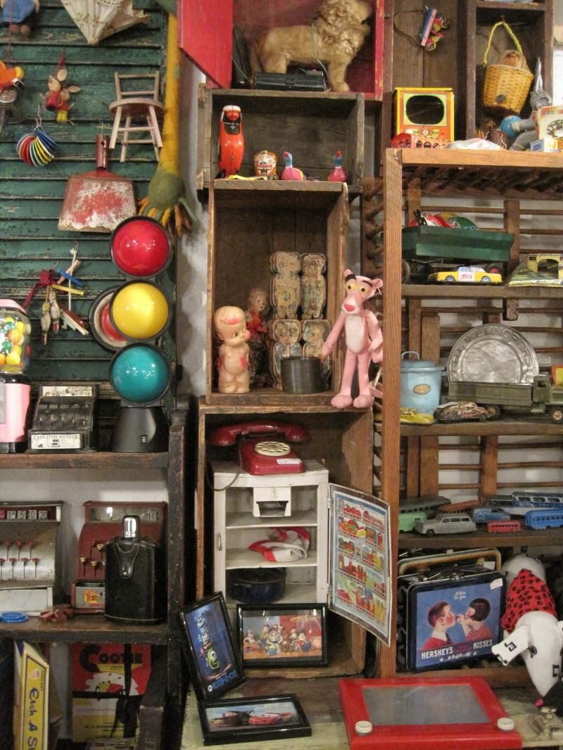 Charming Heartstrings Antiques In Little Italy, Cleveland. She Has Great Stuff   Vintage Clothes