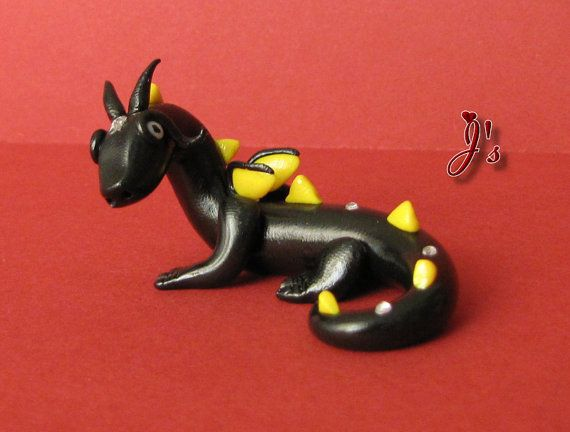 "Drachenbaby BLACKY ~ Dragonbaby BLACKY Größe: Länge 5,5 cm, Breite 4 cm, Höhe 3,5 cm Size: Length 2,17"" Width 1,57"", Height 3,78"" Kaufen auf Etsy/Buy on Etsy: https://www.etsy.com/de/listing/195535210/ooak-niedlicher-drache-blacky-unikat"