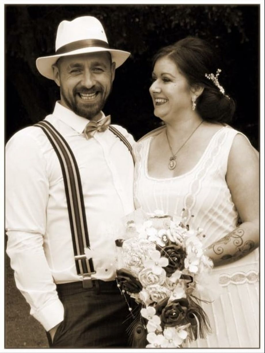 Couple celebrate their wedding day with a 1920s theme | 1920s, 1920s ...
