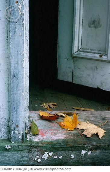 sur le pas de la porte