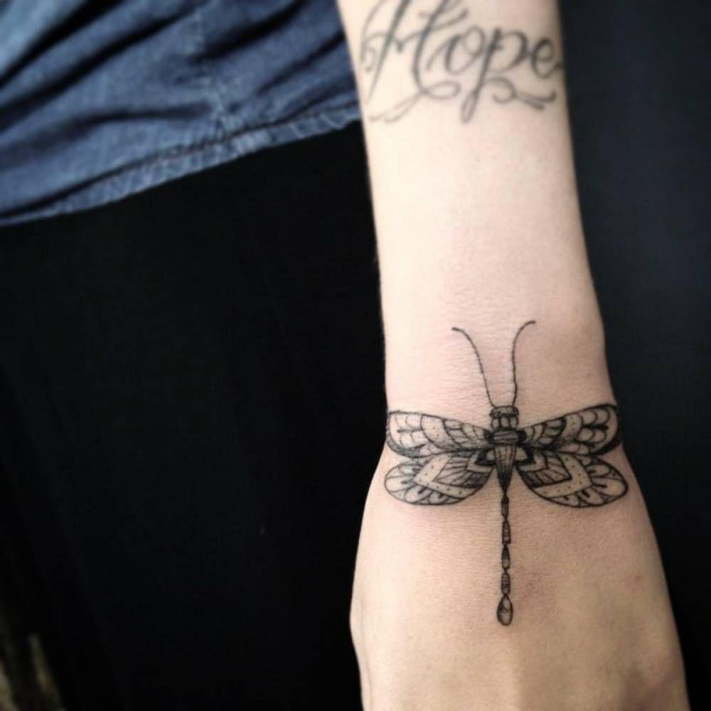 Little wrist tattoo of a dragonfly by Ivy Saruzi. Tattoo artist: Ivy Saruzi