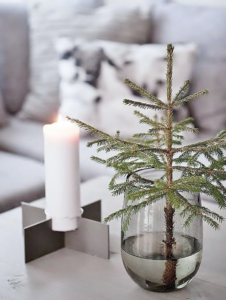 simple home decor #wohnkultur #homedecr Simple Holiday Decor | Musings on Momentum #Christmas #Christmastree