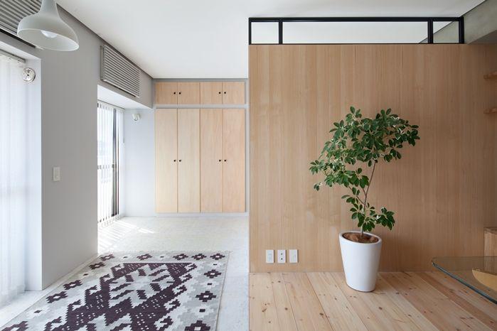 隔間不到頂,上面類似氣窗效果    此公寓很幸運因座落於邊間,擁有兩側採光的條件。