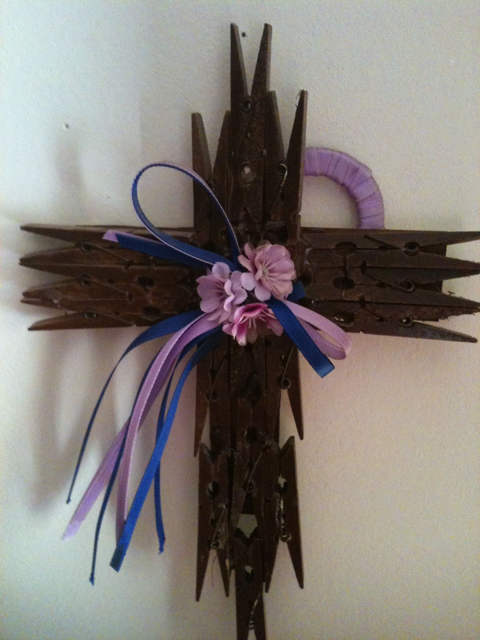 cross made from clothes pins