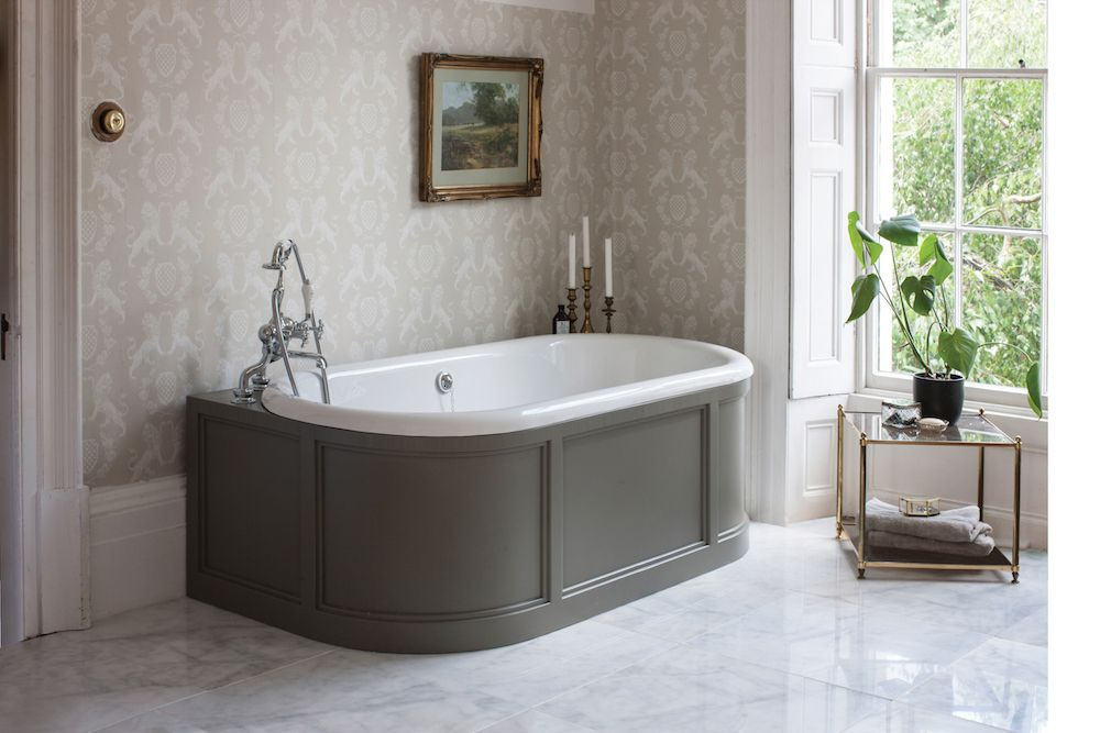 London 'Back to Wall' bath with curved surround (dark