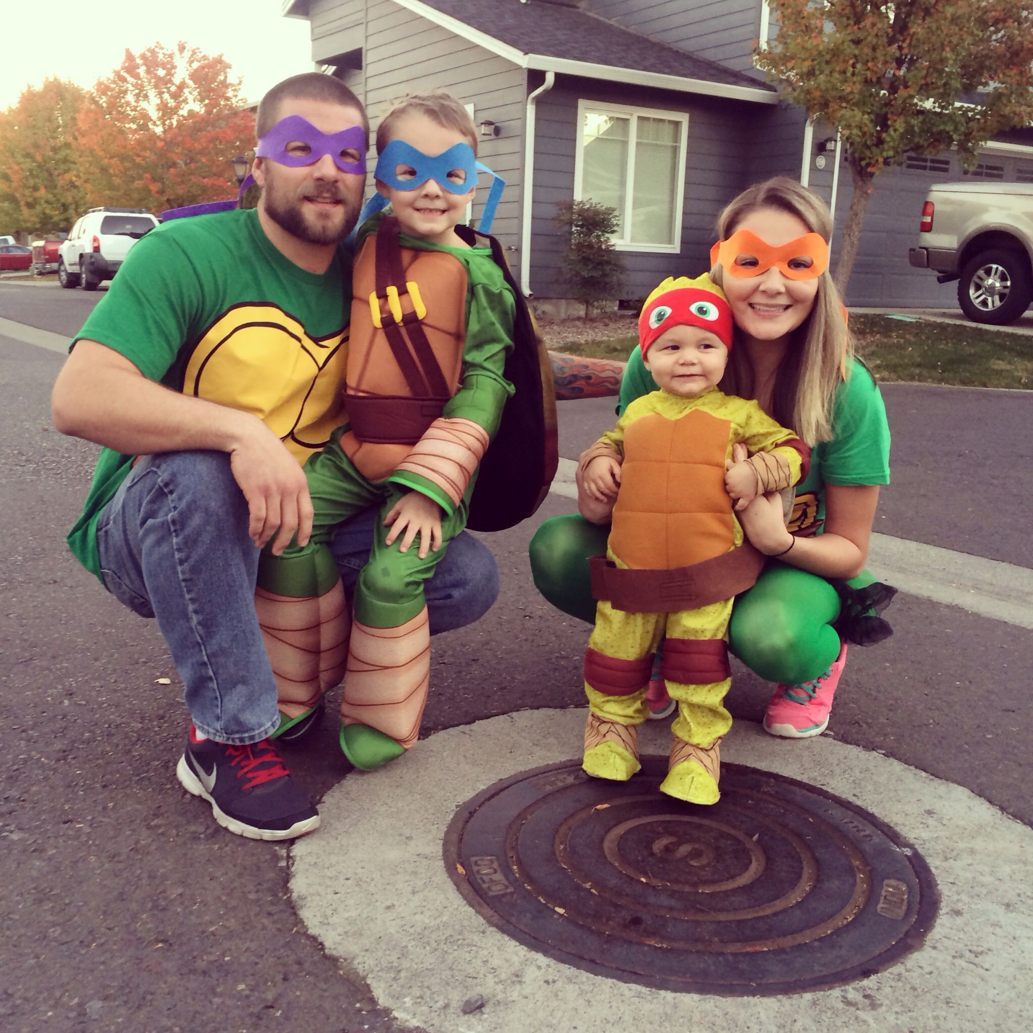 teenage mutant ninja turtle family costume halloween. Black Bedroom Furniture Sets. Home Design Ideas
