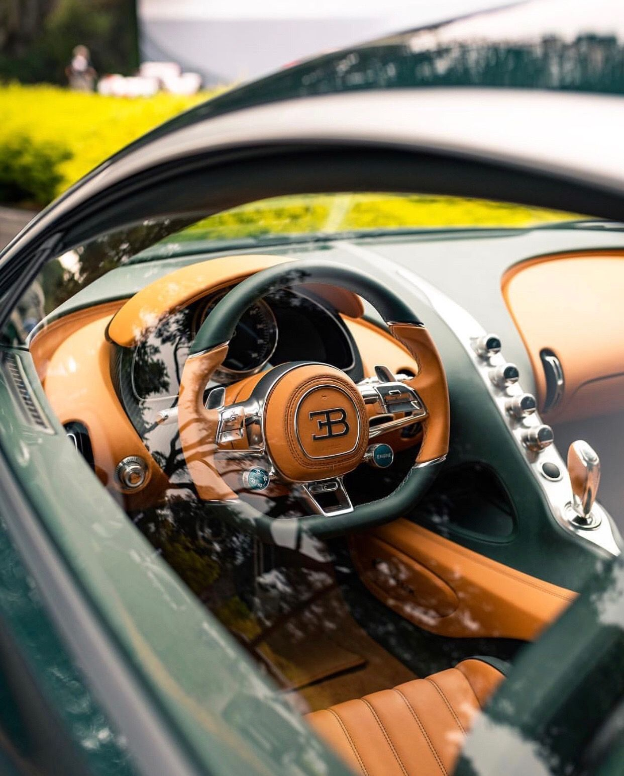 Interior Of The Bugatti Chiron In Fully Exposed Green Carbon Fiber Photo Taken By Alexbabington On Instagram Bugatti Chiron Interior Bugatti Chiron Bugatti