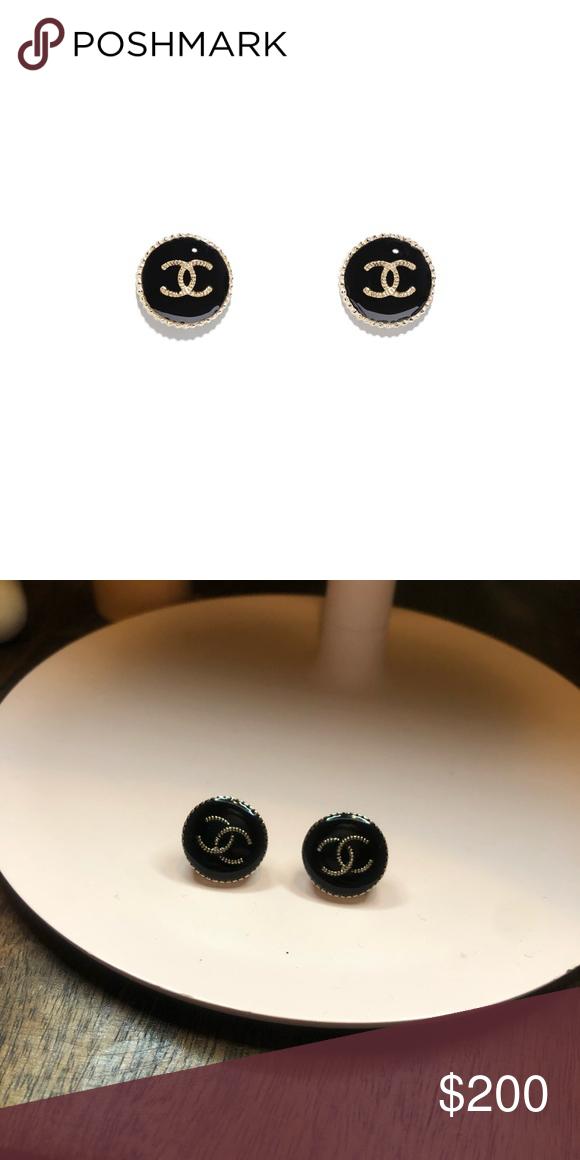 Chanel Earrings Metal Resin Gold Black Chanel Jewelry Earrings In 2020 Chanel Earrings Earrings Chanel Jewelry Earrings