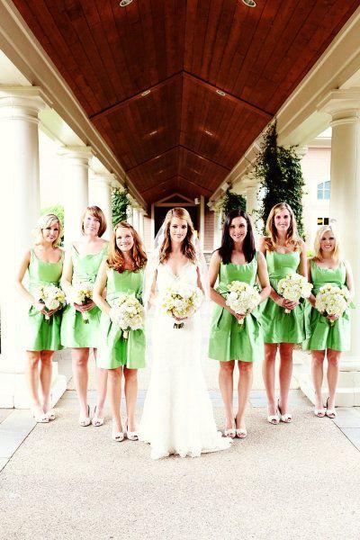 Brautjungfern mit grünen Kleidern