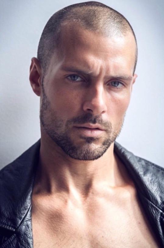 Glatze gutaussehende männer mit 5 Gründe,