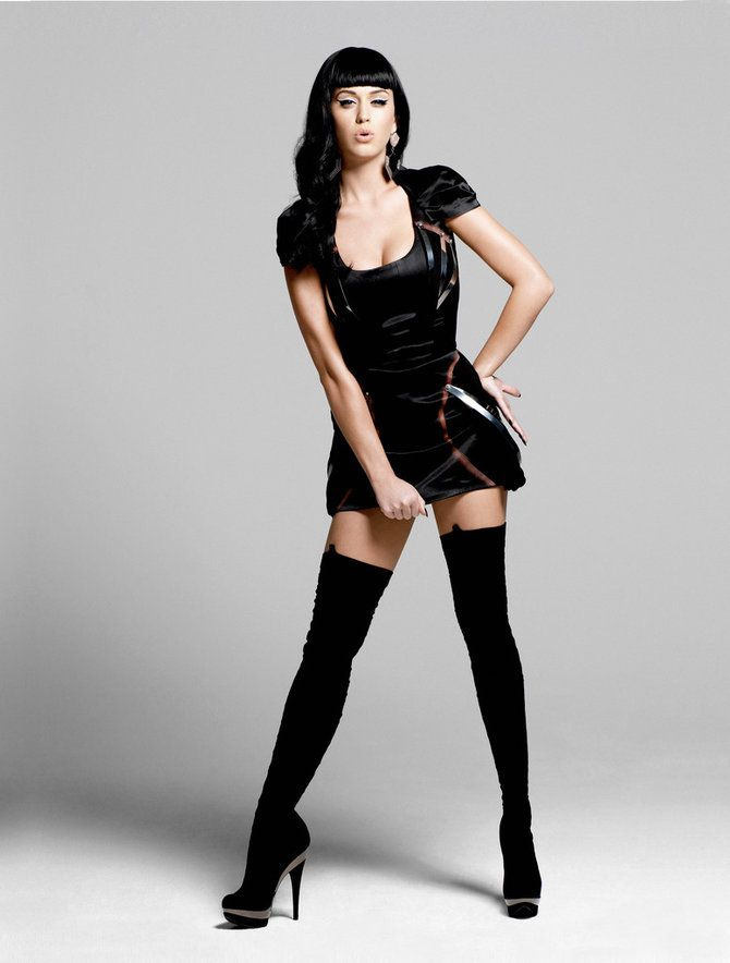 Katy Perry Black dress