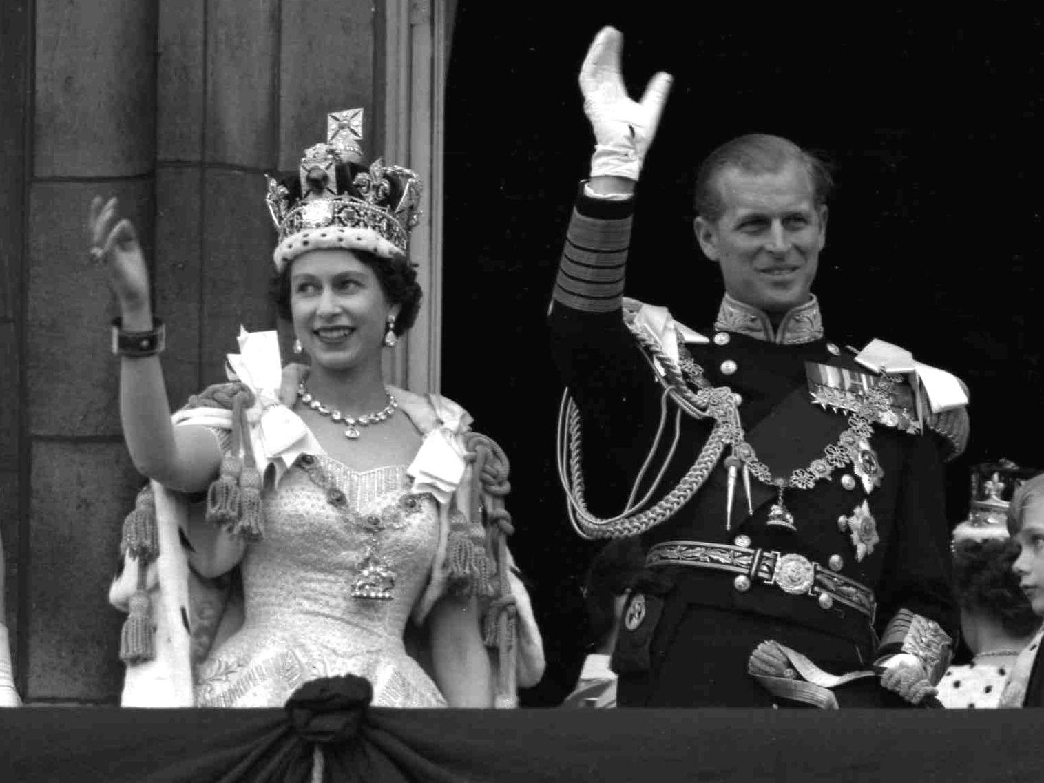 El duque de edimburgo y la reina isabel II en su