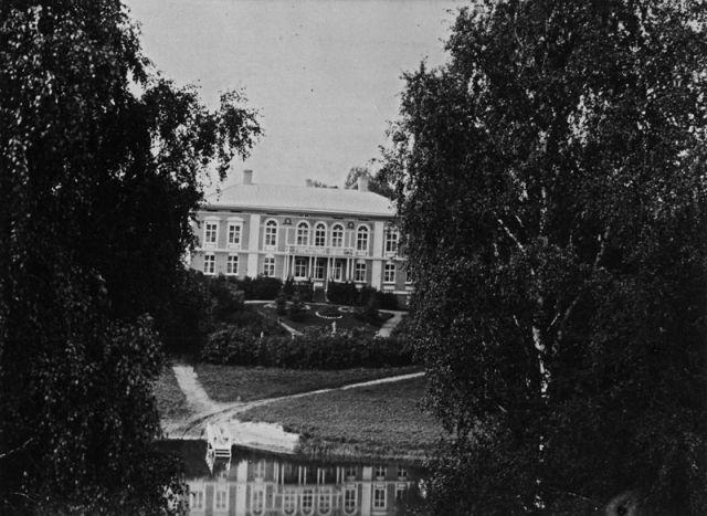 Haltialan kartanon päärakennus noin vuonna 1900 [Helsingin kaupungin museo]